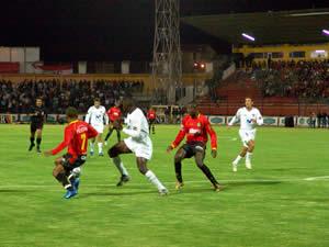Temporada 2005 .- Liga Deportiva Universitaria de Quito se adjudicó un punto tras empatar con el Deportivo Cuenca a 0 goles en el estadio Alejandro Serrano Aguilar. El cotejo referente a la primera fecha de la Liguilla Final del Torneo Clausura 2005 se jugó con un buen marco de público.