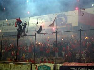 Temporada 2005 .- Miles de Hinchas Colorados se dieron cita para alentar el 'Cuenquita' en el primer partido de la Liguilla del torneo Clausura 2005