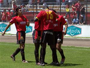 Temporada 2005 .- Al minuto 8 del Segundo Tiempo, Calderón por el costado izquierdo logra vencer al arquero Elizaga y anota el primer tanto para los cuencanos.