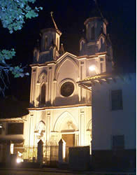 Iglesia de El Buen Pastor .- Está ubicada en las calles Tomás Ordóñez entre Simón Bolívar y Mariscal Sucre.