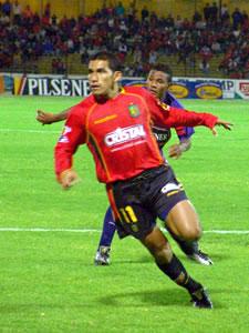 Temporada 2005 .- Nicolás Ascecio, delantero del Deportivo Cuenca en la Temporada 2005