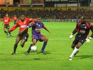 Temporada 2005 .- El Cuenca manejaba el balón en su propia área, pero tenía problemas en el campo contrario. La marca en zona del plantel visitante y los problemas de comunicación entre la zona medular y el frente de ataque, impidió que llegue la igualdad