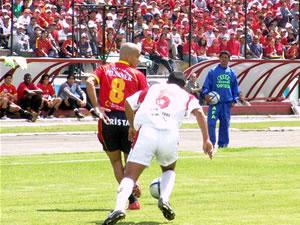 Temporada 2005 .- A pesar del tanto local, Liga de Loja no decayó su trabajo, y más bien se arriesgaba con llegadas por el sector derecho