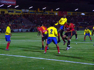 Noche Colorada 2005 .- Otilino Tenorio, quién ingresó en el segundo tiempo, también generó jugadas de peligro. Al final los 2 equipos se conformaron con el empate