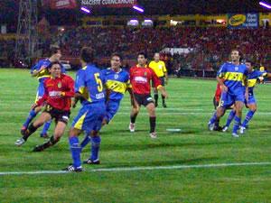 Copa Toyota Libertadores 2005 .- Carnero tras recibir un centro de Lastra por poco anota la primera. Al final el compromiso quedó igualado a cero goles