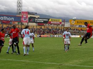 Temporada 2005 .- El Cuenca intentaba a toda costa marcar el gol del descuento, pero este no llegó. A la verdad fue una tarde negra para el Cuenca
