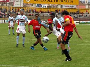Temporada 2005 .- La Defensa del Quito desempeño un buen papel en las marcas, también con un poco de ayuda de los errores de los zagueros del Cuenca