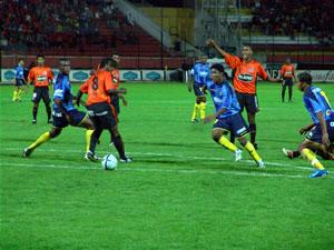 Temporada 2005 .- En repetidas ocasiones Quiñónez, Velasco y Calderón tratarían de llegar al gol pero sería Mario Lastra quien anotaría para el empate 1 a 1 al minuto 7.