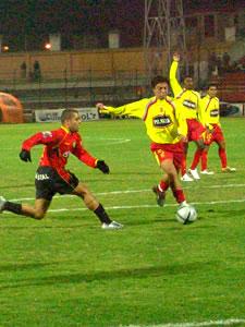 Temporada 2005 .- A los 12 minutos Calderón maniobrando en la media luna del Aucas, brindó un pase a González, quien por el costado derecho y cerca de los 5, 50, envió el balón por encima del arco. 2 minutos después, el mismo González, mano a mano con el portero García, no pudo anotar el primer gol.