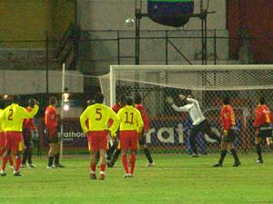 Temporada 2005 .- Cuando el cotejo lo dominaba el Cuenca, a los 30 minutos llegó un balde de agua fría para la hinchada roja, ya que el peruano Lobatón anotó el tanto para su equipo. Un descuido en la saga colorada, hizo que el portero Klimowicz salga en falso a un balón que fue aprovechado por el delantero auquista.