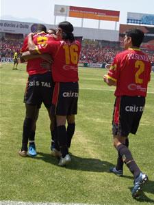 Temporada 2005 .- Con esta victoria contra Barcelona, el plantel dirigido por el argentino Patricio Lara se adjudica 3 puntos valiosos que le permiten estar entra los primeros y caminar firme hasta su objetivo, Copa Libertadores 2006.