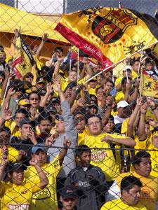 Temporada 2005 .- Un gran numero de hinchas amarillos se dieron cita en el Estadio Alejandro Serrano Aguilar