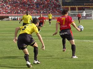 Temporada 2005 .- Al minuto 21 Marcelo Velazco intentó con un pase a Carnero llegar al arco rival.