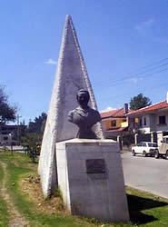 Gabriela Mistral .- Inauguración: 3de Noviembre de 1969 Ubicación: Avenida de las Américas Autor de la escultura: Obsequio de la Embajada de Chile en el Ecuador a la ciudad de Cuenca por gestiones, particularmente, del Consulado de Chile en nuestra ciudad.