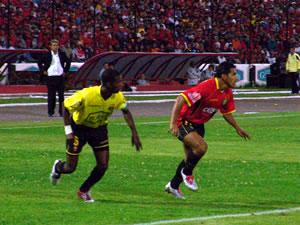 Temporada 2005 .- Nicolás Ascencio ingresó en el Segundo Tiempo, pero nada pudo hacer, ya que la defensa Canaria se plantó muy bien en su área