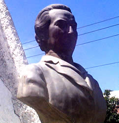 Gabriela Mistral .- De nombre LUCILA GODOY ALCAYACA, nació el 7 de Abril de 1889, en Vicuña Valle de Elqui en la Provincia de Coquitambo, al norte de Santiago.  Murió el 30 de Enero de 1957 en el Hospital de Hampstead, Estado de Nueva York, en los EE.UU.