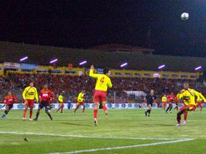Temporada 2005 .- El Cuenca presionaba para quedarse con la victoria, pero la defensa del Aucas se arremetió muy bien atrás