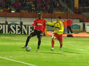 Temporada 2005 .- Calderón, era abastecedor de todas las llegadas del Cuenca, una y otra vez el Cuenca arremetía contra el Arco 'indio'