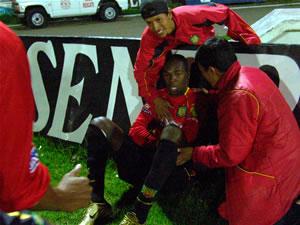 Temporada 2005 .- El festejo singular de 'Mamita' Calderón de sentarse a ver el Estadio con todo la euforia. El Cuenca remontaba el Marcador
