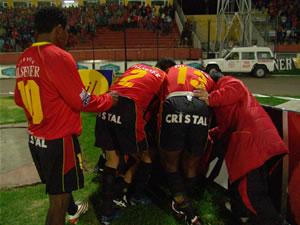 Temporada 2005 .- Todos los jugadores se acercaban a felicitar a Calderón, pocos minutos después el Cuenca se alzaba con la Victoria al Acuas 2 a 1