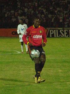 Temporada 2005 .- Al minuto 1, la conexión González-Calderón empezó a funcionar; el Turbo por la derecha, cerca del área visitante, colocó un pase hacia Calderón, para que este sin dudar ubique un tiro a ras de piso que fue a parar al fondo de las redes. El 1 por 0 a favor de los rojos se escribía.