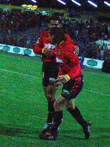 Temporada 2005 .- El festejo de Carnero con Ascencio, el Cuenca ganaba 2 a 0 a Liga de Quito