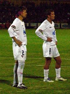 Temporada 2005 .- Los elementos de Liga de Quito, Espínola y Urrutia no lo podían creer. Liga era apabullado por una Deportivo Cuenca Arrollador. En ese momento el Alejandro Serrano Aguilar fue un júbilo completo. La alegría desbordada por los hinchas rojos era tan grande que no les importó cuando el volante de Liga Urrutia anotó el descuento, con un tiro penal que jamás existió.