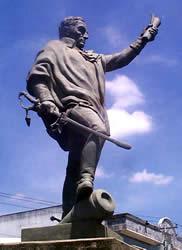 Simón Bolívar .- Su vida es la más célebre entre las de los héroes de América, dedicada como estuvo a la libertad del Nuevo Mundo.  Una sola vez contrajo matrimonio con Teresa Toro, que murió a los pocos meses en Venezuela.  Desde entonces se consagró a luchar por la Independencia de América y en ello no descansó hasta su muerte.