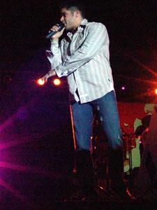 Jerry Rivera en Cuenca .- Jerry Rivera interprete del Genero de musical 'Sala' y por motivo de San Valentín se presentó el Sábado 11 de Febrero en el Coliseo Mayor de Cuenca con un lleno espectacular.