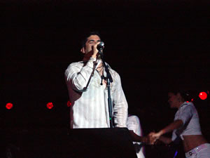 Jerry Rivera en Cuenca .- Después vendría Cuenta Conmigo que consiguió 10 Discos de Platino en Latinoamérica y Estados Unidos y le llevó a ganar 2 Premios Lo Nuestro como Mejor Disco del Año y Mejor Intérprete Masculino. El álbum superó el millón de copias vendidas en todo el mundo.