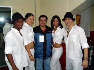 Jerry Rivera en Cuenca .- El grupo de Baile de Jerry Rivera quien se destacó por sus movimientos 'salseros' en todo el concierto, junto al Ing. Enrique Rodas de Cuencanos.com