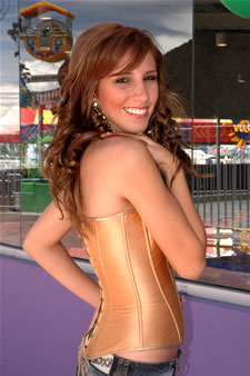 Candidatas a Miss Ecuador 2006 .- Estephani Saman representa a la Ciudad Guayaquil (Prov. del Guayas), Tiene 18 Años de Edad, Estatura: 1.72, Modelo de Profesión