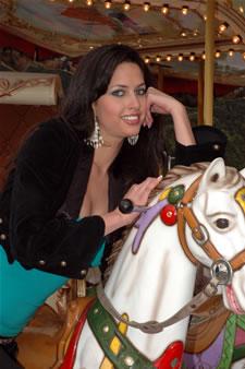 Candidatas a Miss Ecuador 2006 .- Rebeca Flores nacida en la Ciudad de Cuenca (Prov. del Azuay). Edad: 22 Años y Estatura de 1.70. Actualmente Trabaja en el Departamento de Acción Social en el Municipio de Cuenca