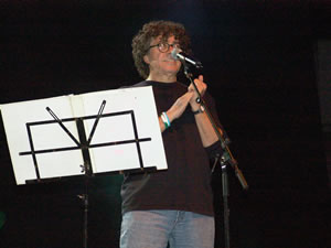 Piero en Cuenca .- Instalado en Buenos Aires Piero consigue grabar algunas cintas y las presenta a un productor televisivo. Esto derivó en su debut como cantante el 6 de enero de 1964 en el programa 'Remates Musicales'.
