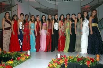 Candidatas a Miss Ecuador 2006 .- Las Candidatas estuvieron en el Local de Yanbal, unas de las empresas que Auspicia el Evento de Miss Ecuador 2006