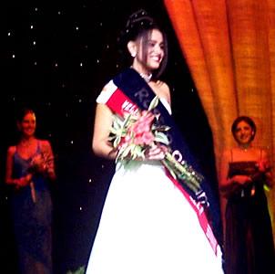 Reina de Cuenca 2002 .- La belleza de María Belén Borrero la hizo acreedora del título de Srta Confraternidad