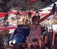 Plaza Rotary .- Ubicada en la calle Sangurima entre Mariano Cueva y Vargas Machuca, a una cuadra del mercado 9 de Octubre y a pocas cuadras del monumento a la Chola Cuencana