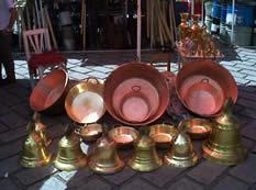 Plaza Rotary .- Constituye un lugar de visita obligado para quienes desean adquirir artesanías de rasgos más auténticos y populares