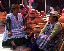 Plaza Rotary .- Ubicada en la calle Sangurima entre Mariano Cueva y Vargas Machuca, a una cuadra del mercado 9 de Octubre y a pocas cuadras del monumento a la Chola Cuencana, constituye un lugar de visita obligado para quienes desean adquirir artesanías de rasgos más auténticos y populares.