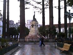 Parque Calderón .- El monumento a Abdón Calderón, ya descrito en la sección 'Monumentos' constituye el emblema principal de esta Plaza Mayor.