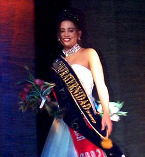 Reina de Cuenca 2002 .- María Belén Borrero obtuvo no solo del título de Srta Confraternidad, sino además de el rostro y el cabello más hermoso