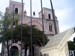 Cuenca Patrimonio Cultural de la Humanidad .- Cuenca, ciudad linda del Ecuador, fue declarada el 1ro de Diciembre de 1999, Patrimonio Cultural de la Humanidad