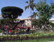 Parque Calderón .- En el año 2002 se remodeló el parque Calderón dándole un aspecto más agradable, arreglando sus jardines, fuente, e incorporando la glorieta
