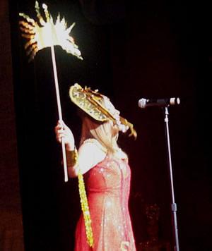 Reina de Cuenca 2002 .- Paola Cuesta, en su segunda aparición luciendo un hermoso traje típico