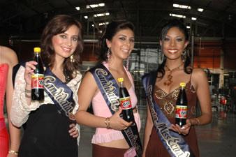 Candidatas a Miss Ecuador 2006 .- Ma. Augusta Gortaire, S. Armijos, D. Rodríguez en Big Cola