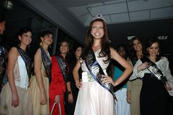 Candidatas a Miss Ecuador 2006 .- Laura Cruz en la presentaciòn de la Corona