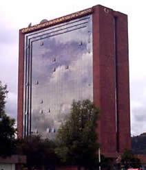 Edificio de la Cámara de Industrias de Cuenca .- Ubicado en las Avenidas Florencia Astudillo y A. Cordero