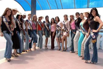 Candidatas a Miss Ecuador 2006 .- La 15 candidatas a Miss Ecuador en el Malecon de Babahoyo