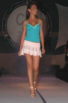 Candidatas a Miss Ecuador 2006 .- Laura Cruz, en el desfile de Babahoyo