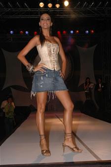 Candidatas a Miss Ecuador 2006 .- Tahíz Panus, en el desfile de Babahoyo
